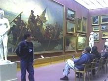 Bezoekers in een Museum