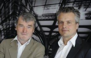 Henk Steenhuis en Joris Luyendijk in 'Iedereen Journalist' - Foto door Wim Bos