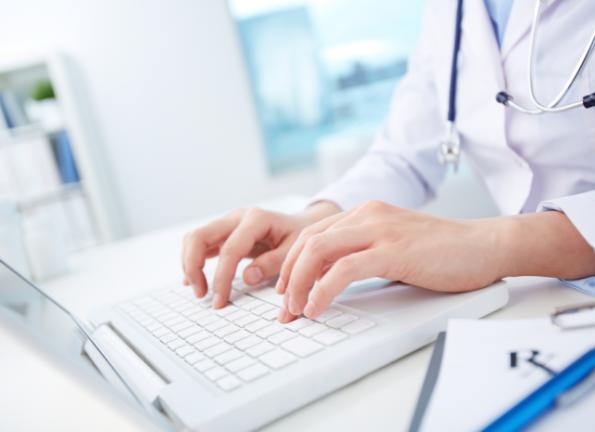 Dokter geneeskunde online © pressmaster - Fotolia.com