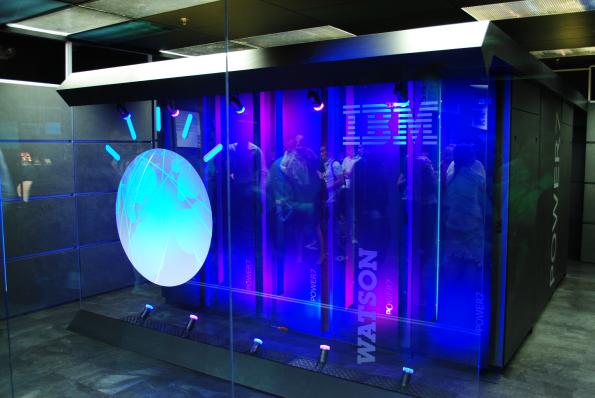 IBM Watson, de bekendste AI-computer. Foto CC Clockready,
