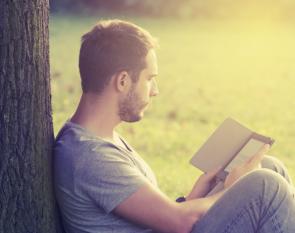 e-reader-lezen-boom-fotolia