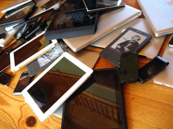 Foto van enkele tientallen (mobiele) apparaten