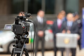 Video-opnames bij persconferentie