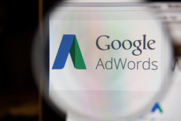 Google Adwords met vergrootglas