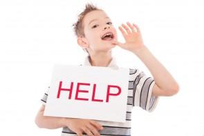 Jongen roept help