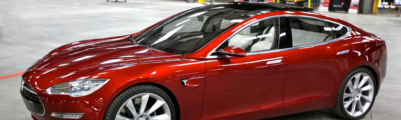 Foto van een Tesla bij artikel over why.