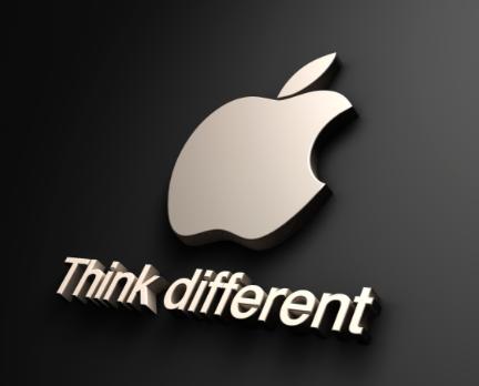 De slogan van Apple: Think different.