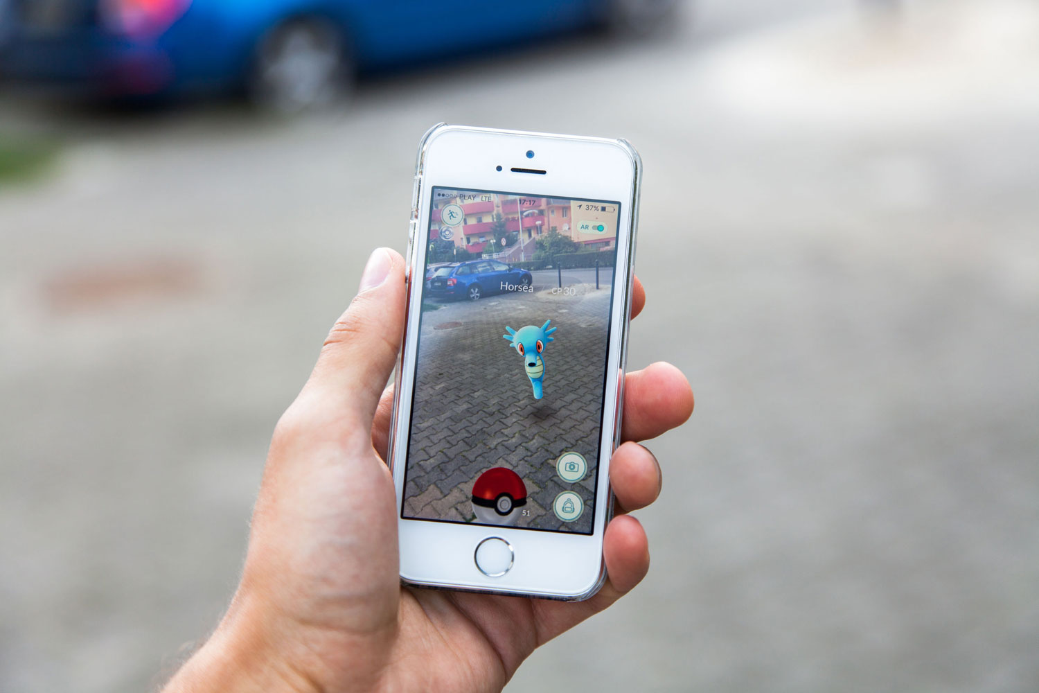 augmented-reality-pokemon-go-smartphone