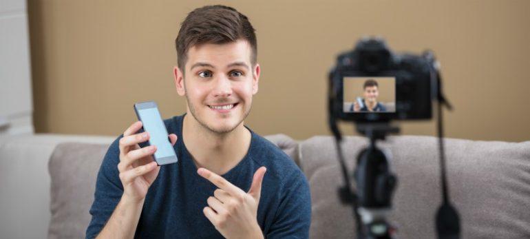 youtuber smartphone