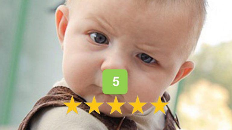 Baby die moeilijk kijkt bij een 5-sterren rating