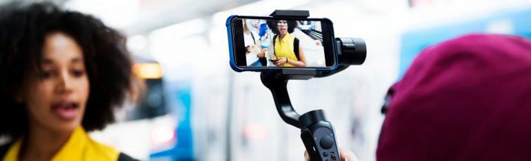 vrouwen smartphone filmen video