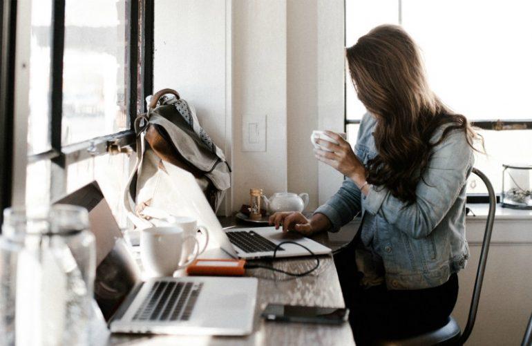blogserie schrijven laptop andrew-neel-unsplash