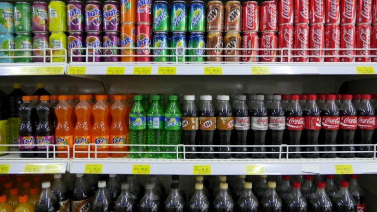 supermarkt schap coca-cola