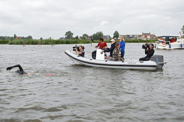 Maarten van der Weijden 11stedenzwemtocht persboot