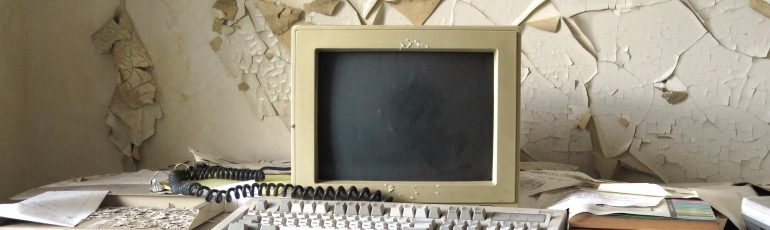 Afbeelding van een hele oude computer.
