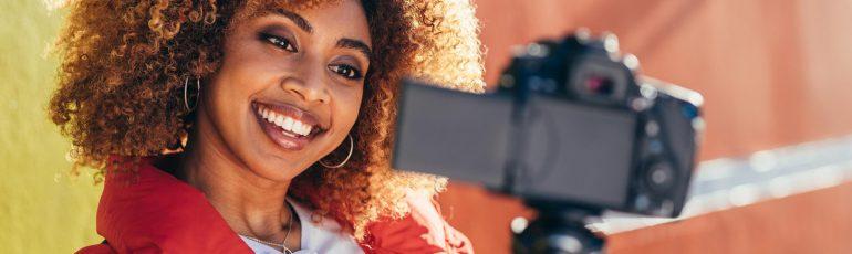 vrouw-vlog-camera