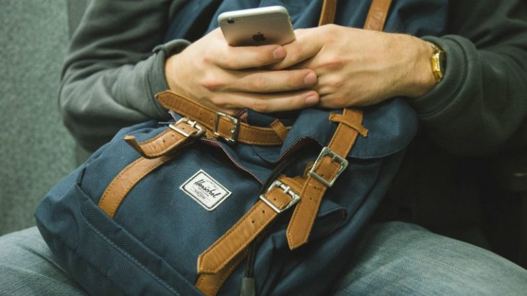 mobiele telefoon josh-felise-unsplash