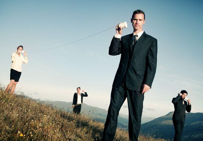 Communicatie buiten kantoormensen via beker