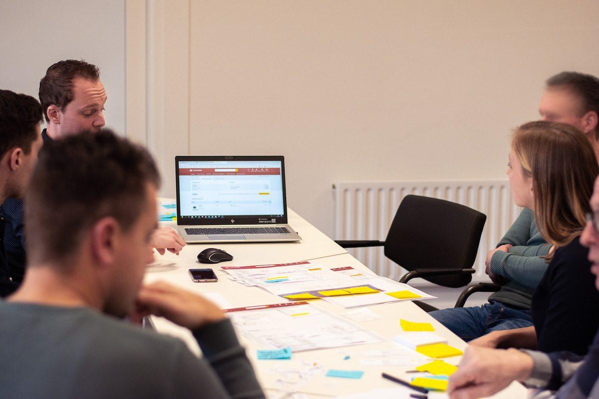co-creatie sessie met klanten tijdens paper prototyping