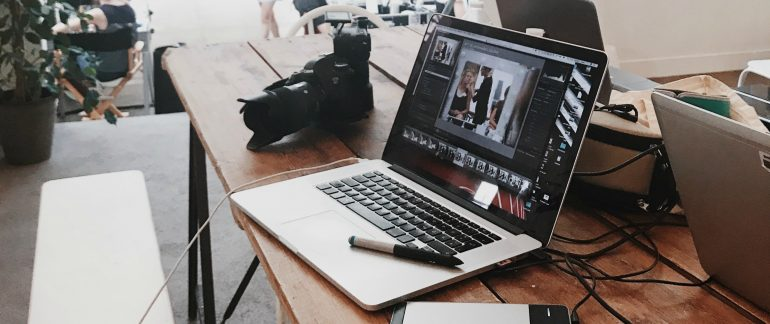 Afbeelding van het maken van een vlog als online content.