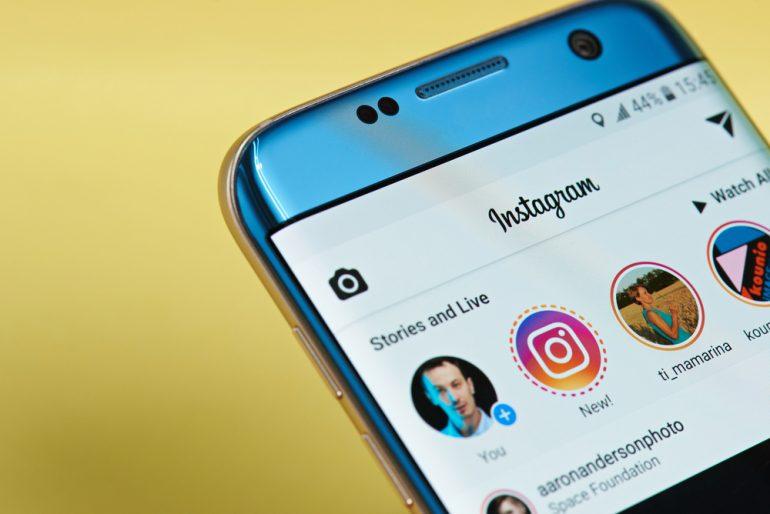 Bij Instagram Stories moeten influencers in de eerste en laatste Story vermelden dat het om een advertentie gaat.