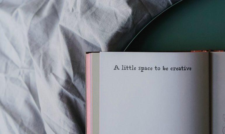 Een boek met de tekst 'A little space to be creative'.