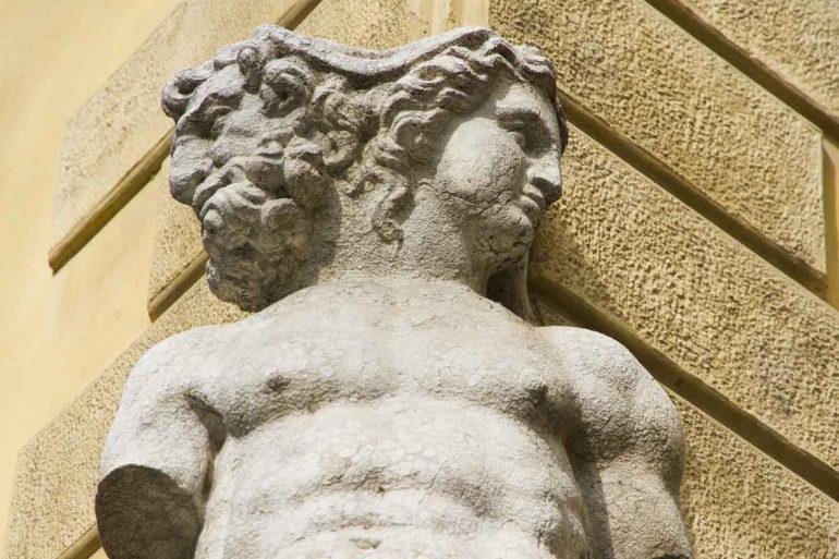 Janus standbeeld.
