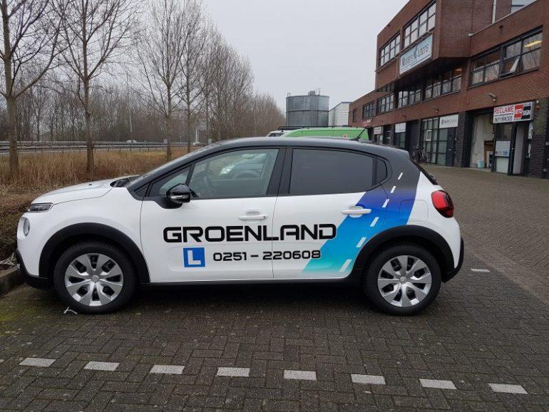 Bedrijfsauto met logo