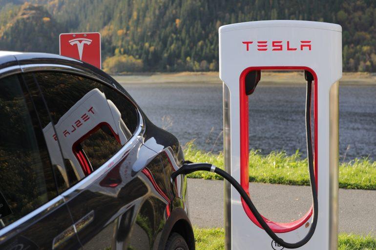 Afbeelding van een Tesla-auto.