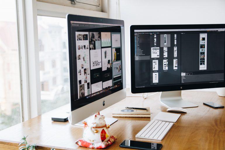 Afbeelding van twee computers.