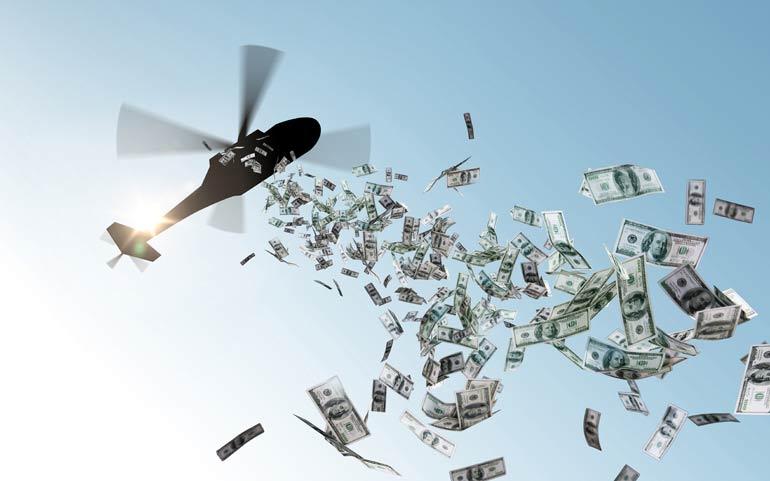 Helicopter strooit met geld.