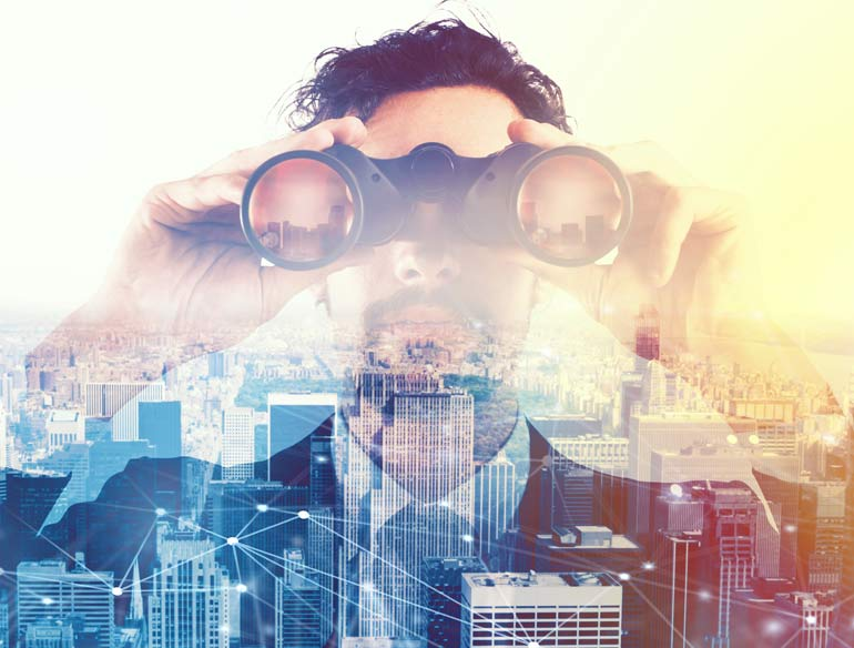 Man kijkt met verrekijker naar de toekomst.