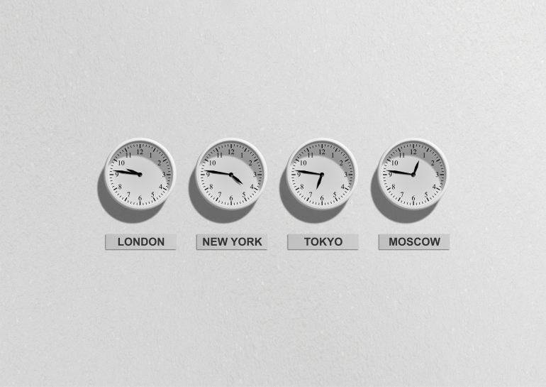 Verschillende tijdszones bij asynchrone communicatie.