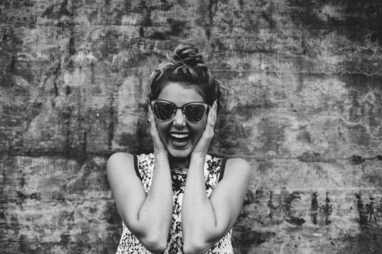 meisje-zonnebril geheim
