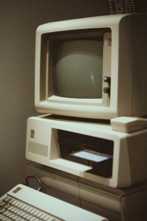 Foto van een oude Macintosh computer