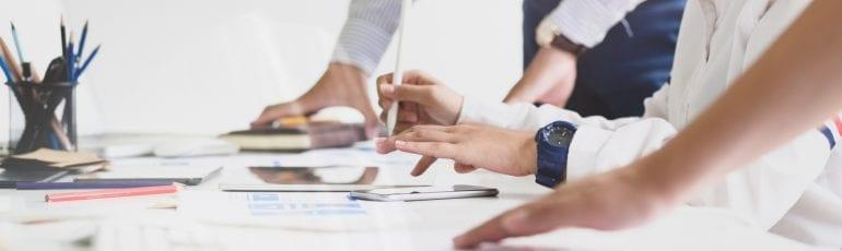 contentmarketing-trends, collega's aan het werk op de computer