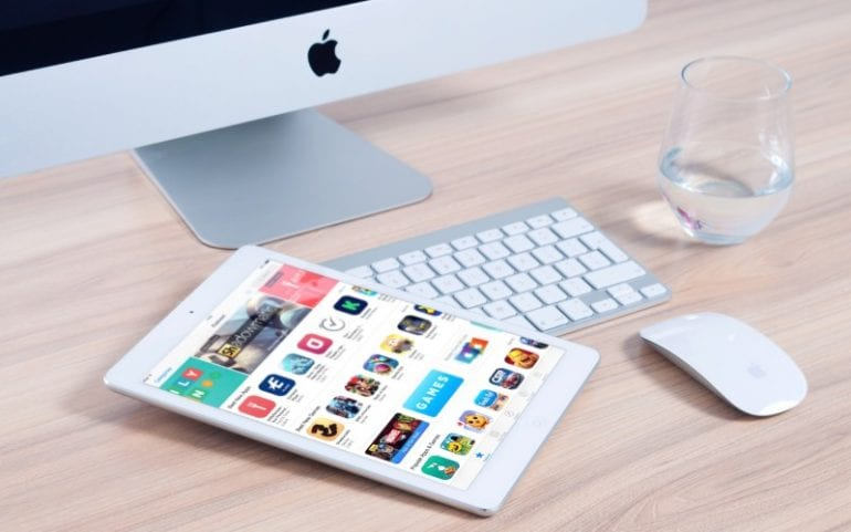 Tablet met native apps in App store