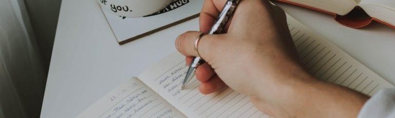 Handgeschreven persoonlijke tekst hand met pen
