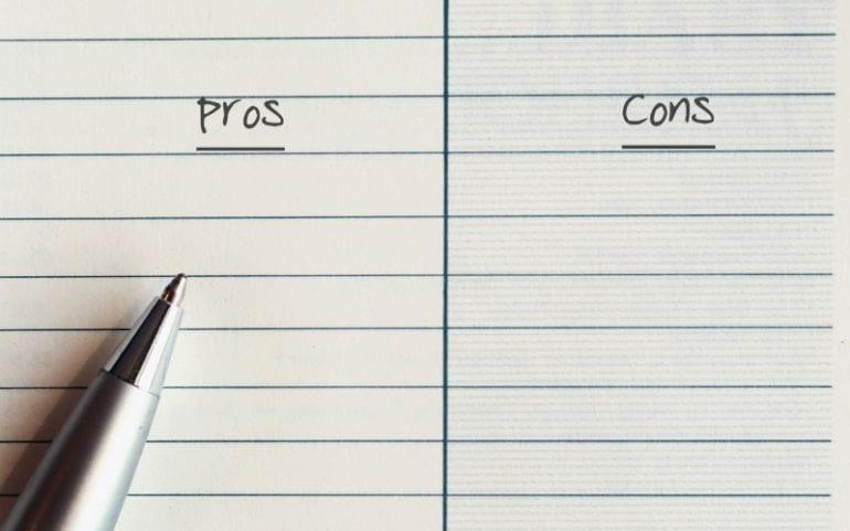Voor-en nadelen lijstje maken notitieboek en pen