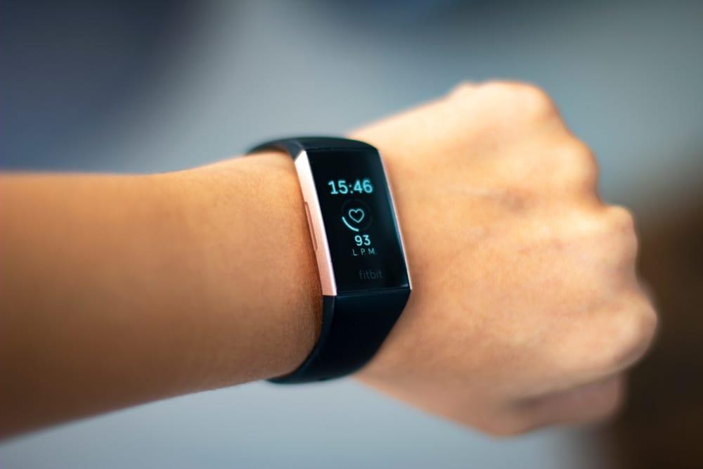 Foto van een Fitbit.