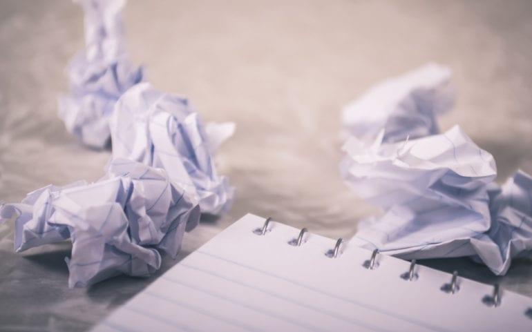 Verkreukeld papier proppen schrijven