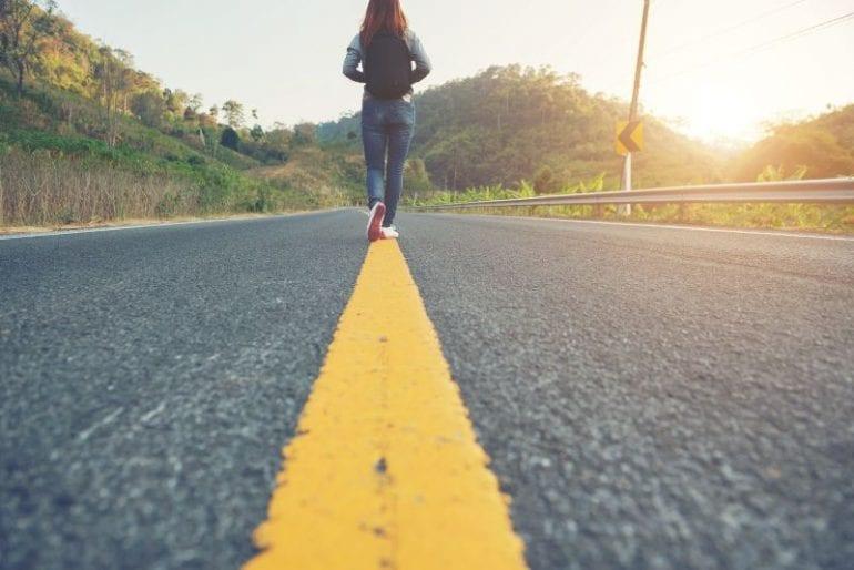 Lopen over een weg naar je doel