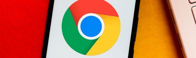Chrome logo op telefoon bij artikel over Chrome-extensies
