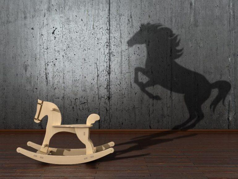 fantasie: schommelpaard wordt steigerend paard.
